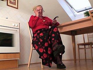 Old Women Pleases Two Repairmen Drtuber