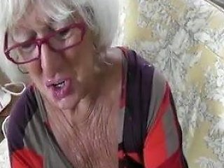 Hot Sexy Older Cougar Hj In Leather Gloves Pov