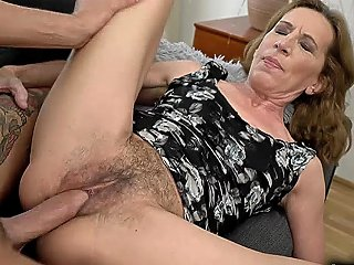 Old Lady Voil Got Fucked By A Young Meaty Cock