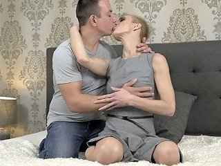 Slim Mature Woman Belinda Bee Is Fucked And Licked By Horny Student